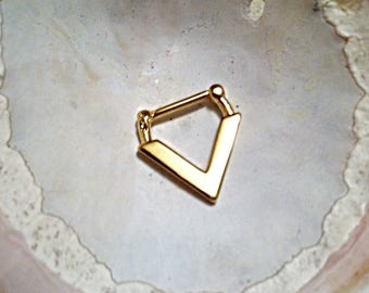 ART DECO V Septum Clicker, Gold Plated over 316L Surgical Steel, 16g, straight 9mm bar, DAITH.