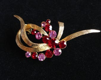 Vintage Brooch, Pink and Red Rhinestones // Vintage Jewellery.