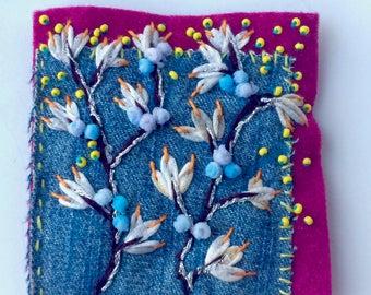 Broche textile brodée - bijou de sac - broche néo-bohème