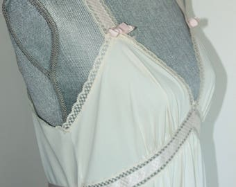 Long Ivory Nightgown by Vanity Fair Pink Bows Lace Trim Size 36