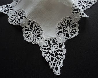 French vintage stunning linen hand made lace handkerchief (05957)