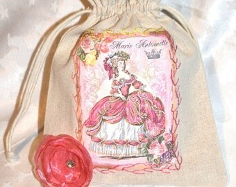 Lovely beige cotton purse and its applied Marie-Antoinette