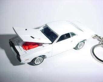 3D 1970 Dodge Challenger R/T custom keychain by Brian Thornton keyring key chain finished in white color trim diecast metal body hood opens