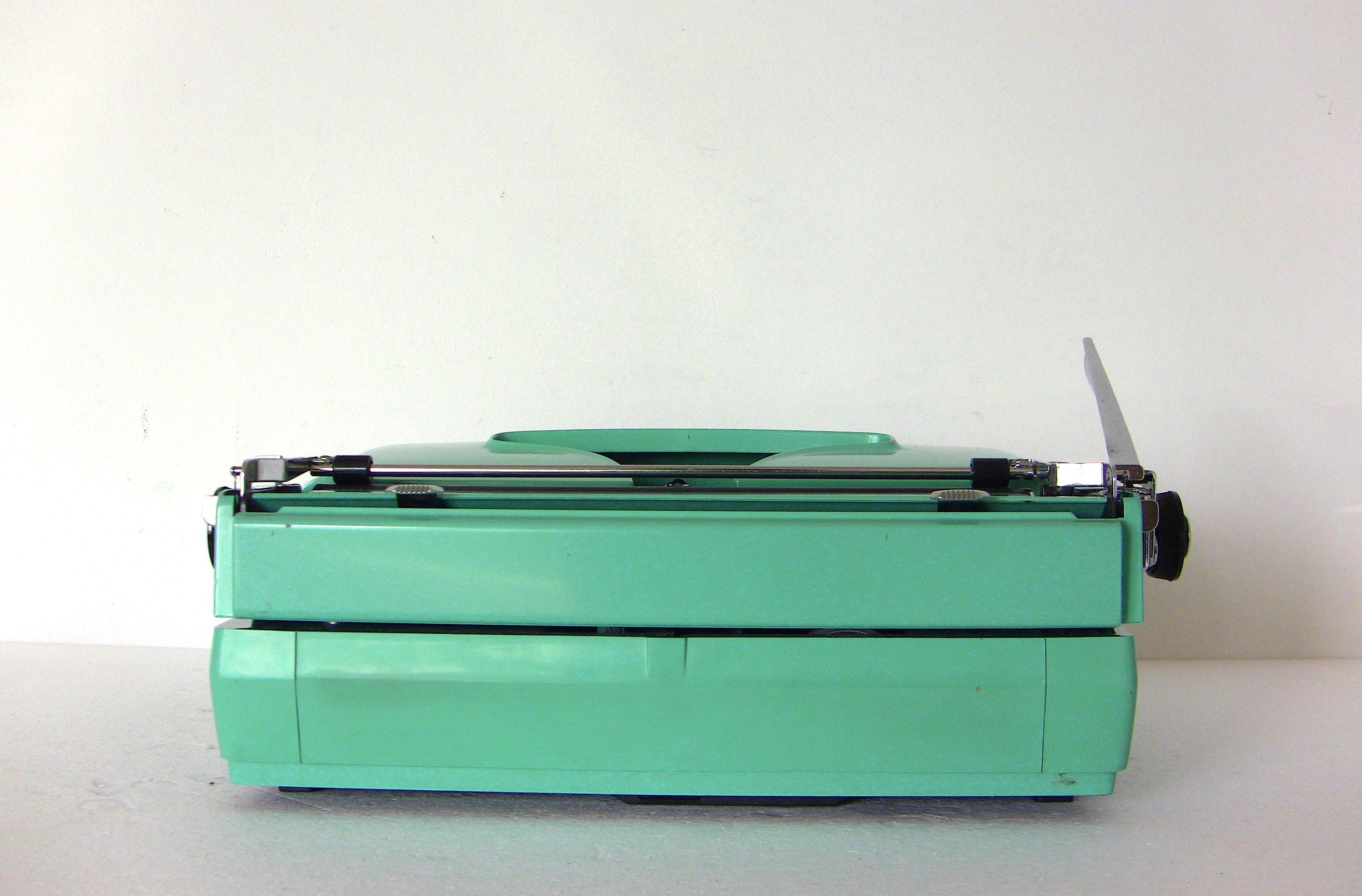 Remington Sperry Rand Ten Forty typewriter with case