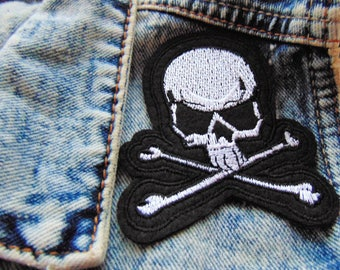Skull & Crossbones Patch Sew or Iron on Gothic Embroidered Clothing Badge for Jackets Jeans Custom Clothing Pirate Punk Rock Halloween UK