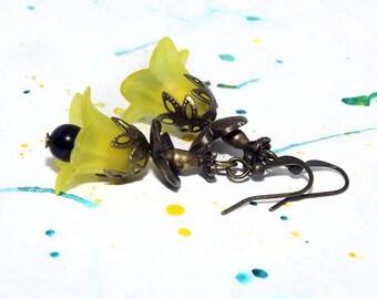 Floral earrings - Flower earrings - Flower dangle earrings - Lucite flower earrings - Yellow flower earrings - Bohemian jewelry - Boho chic