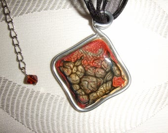 Pendant necklace resin and paint effects
