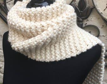 Knitting Kit DIY beginner make an extra long chunky thick knit scarf over 7 ft long. Kit has free pattern, large knitting needles, yarn, bag