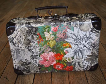 """Small suitcase old """"Spring"""" with collage of engravings 1875"""