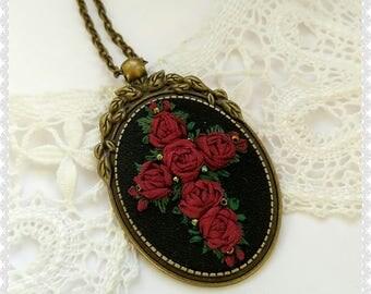 RA1 Ave necklace necklace