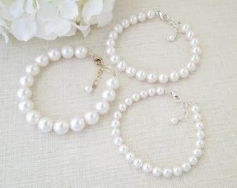 Swarovski pearl bracelet, Pearl wedding bracelet, Simple pearl bridal bracelet, Bridesmaid bracelet