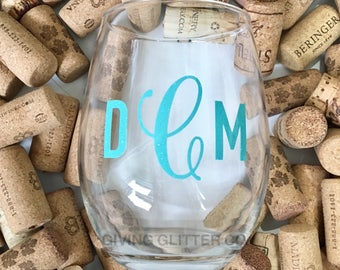 Monogram // Stemless Wine Glass - Glitter Wine Glass - Personalized Wine Glass - Girls Weekend - Bridal Party Gifts - Girls Trip Wine Glass