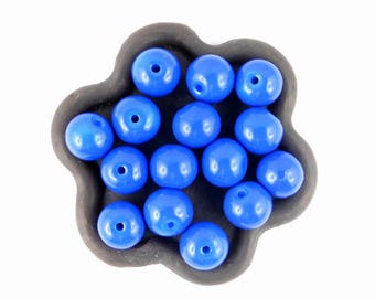 x 20 beads in Royal blue glass 8mm (70)