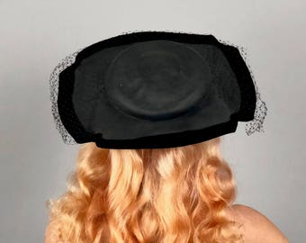 """Vintage 1940s 1950s Hat 
