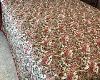 """Paisley Queen Sized Quilt (Reds/Beiges) 80"""" x 100"""""""