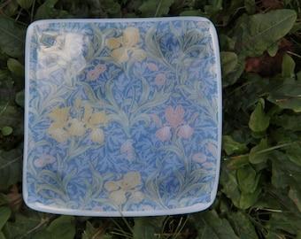 William Morris Iris fused glass ring dish, fused glass coin dish,fused glass small dish, Art Deco, glass ornament,Art Deco , Morris dish,