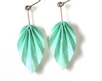Boucles d'oreilles pendantes en origami feuilles, magnifique papier japonais vert bleuté à motifs à pois blancs