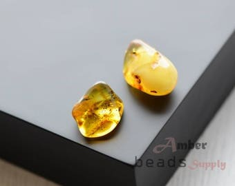 Yellow amber stones. Baltic amber, 2 pieces. Jewelry making, polished amber beads. 0687