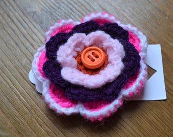Crochet flower brooch button