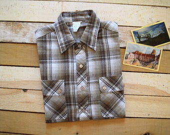 Vintage Men's Large KENNINGTON California Tan and White Plaid Lightweight Button Down Shirt with Flap Pockets