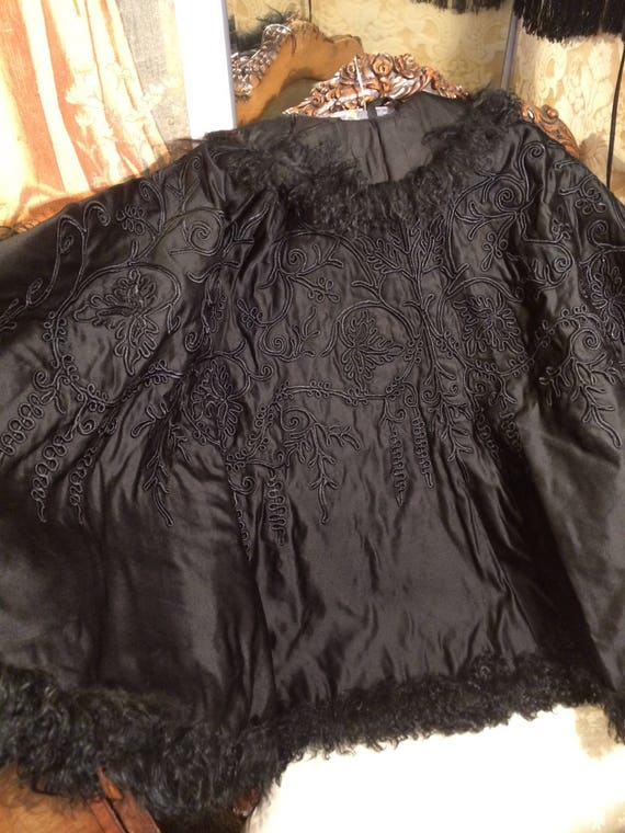 Stunning victorian padded silk embroidered mongolian fur edged cape. Medium. 31 inches length