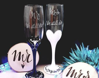 Mr and Mrs Champagne Flutes - Wedding Toasting Flutes - Anniversary Gift