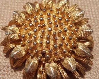 ON SALE : Goldtone Sunflower Pin Brooch signed CastleCliff