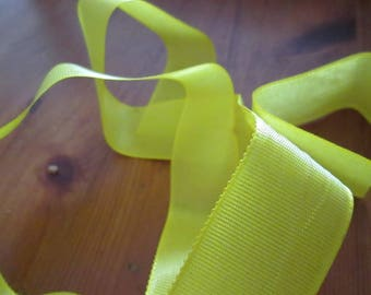 82 centimeters in yellow satin ribbon