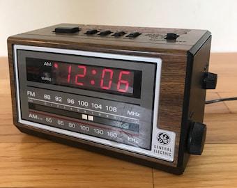 Vintage 1980's GE Radio Alarm Clock