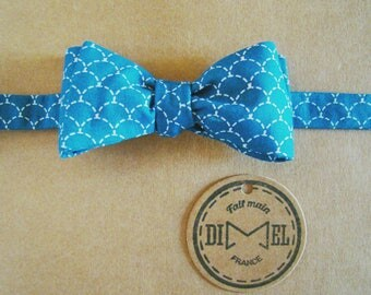 Bow tie printed blue adjustable scales on command