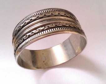 silver coloured metal bangle