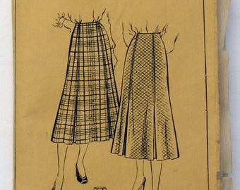 1940s Style Skirt with Box Pleats Pattern