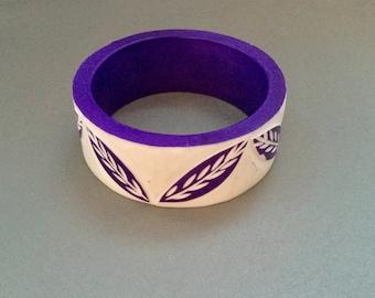 Deeply Carved Vintage Lucite Bangle Bracelet Flash Sale