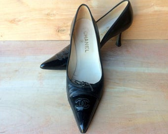 vintage Chanel black patent and leather, high heel pumps  made in ITALY sz EU 38 or US 7