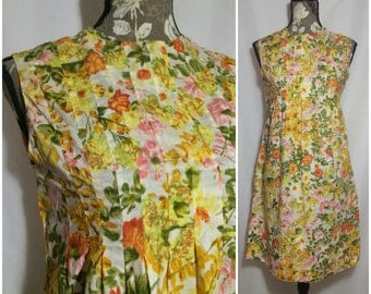 Vintage 1950s Pleated Floral Babydoll Dress // S