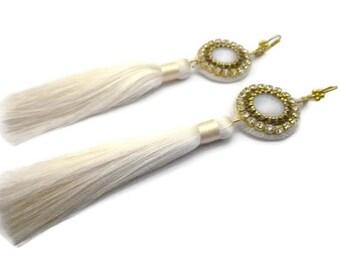 Boucles d'oreilles broderie aiguille cristal pompon soie
