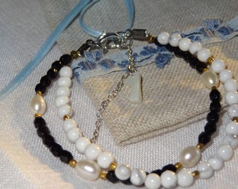 Bracelet with howlite and fancy beads