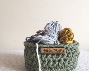 Small Green Crochet Basket // Desk Organiser // Storage Solution // Home Accessory