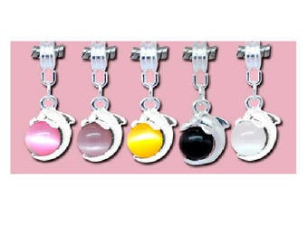 set of 5 cat's eye beads silver Dolphin pendants