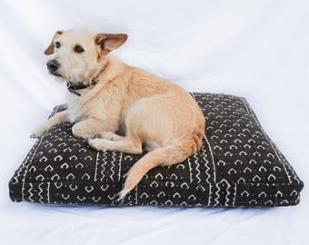 Mudcloth Dog Bed // Medium // brown & white bohemian pet bed shibori pillow