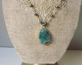 Green druzy necklace in 18k gold platted with crystal beads