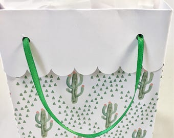 Cactus gift bag with tissue