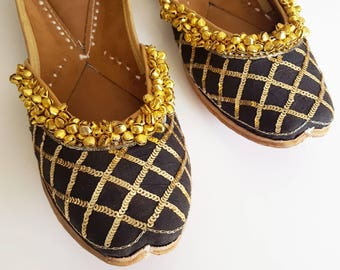 Black and Gold Slip On Ballet Flats with Sequins - Punjabi Jutti, Indian Jutti, Indian Wedding Shoes, Punjabi Juti, Black Flats, Gold Shoes