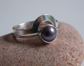 """2 stackable rings """"puzzle""""   silver  and black-bluish cultured pearl."""