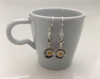Earrings mini pan and his fried egg
