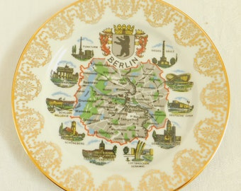 Vintage Berlin Vacation Plate, Outline, Schedel Bavaria, City Map, Travel Souvenir, Germany, Gold , Decorative, Commemorative, Coat of Arms