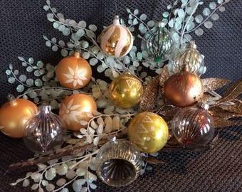Mid century 12 Christmas tree ornaments 8 gold uranium glass and 4 plastic