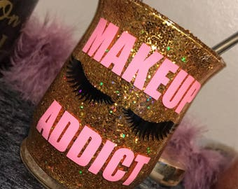 M a k e u p A d d i c t • Makeup Brush Holder