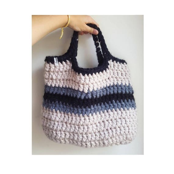 Tri-colour crochet beach bag.