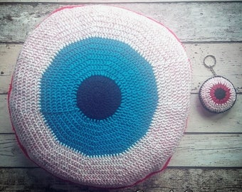 Crochet cushion / crochet / cushion / round cushion / eyeball / horror / gory / gothic / creepy / geeky / teal / zombie / round